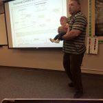 leraar baby arm trendnieuws